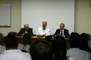 Figura 1 - Professor Silvano Raia à esquerda da foto