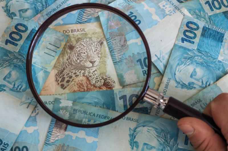 Economia brasileira se recupera, mas ausência de política econômica definida dificulta