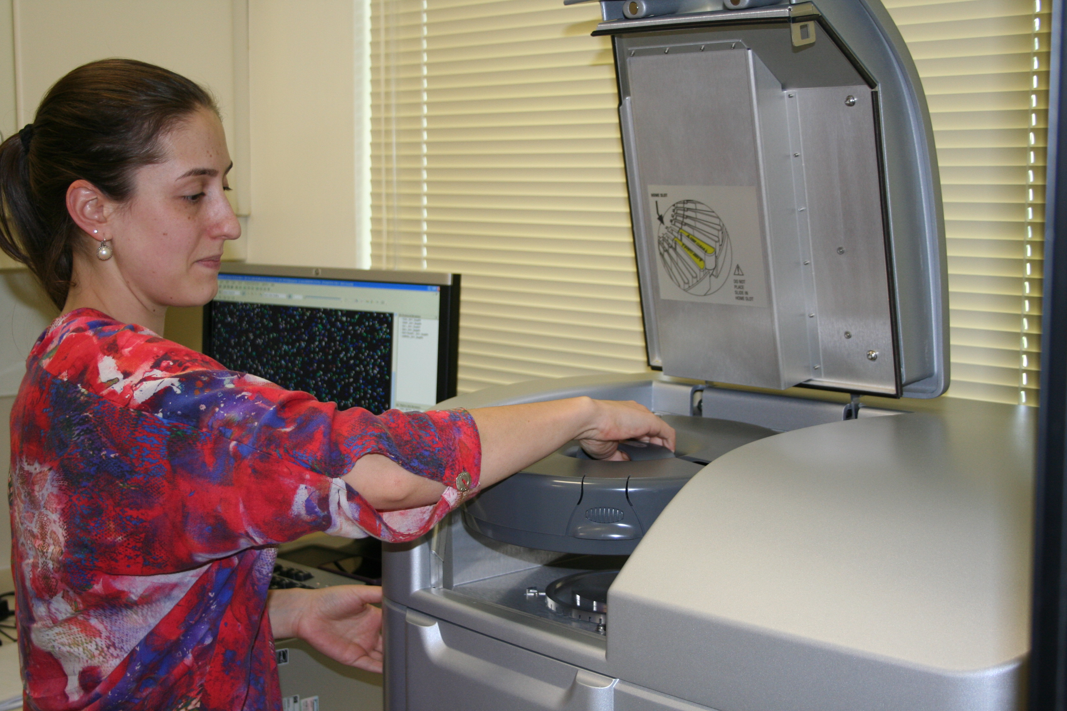 Nicole Pezzi operating an Agilent DNA Microarray Scanner