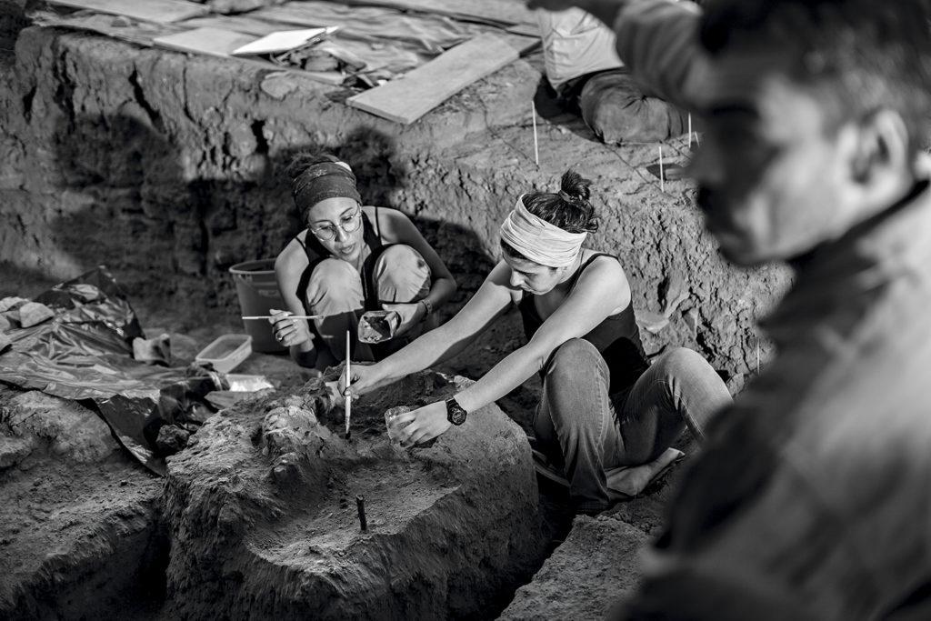 Pesquisadoras Me. Mariana Inglez e Me. Eliane Chim em Escavação na Lapa do Santo. Foto: Mauricio de Paiva
