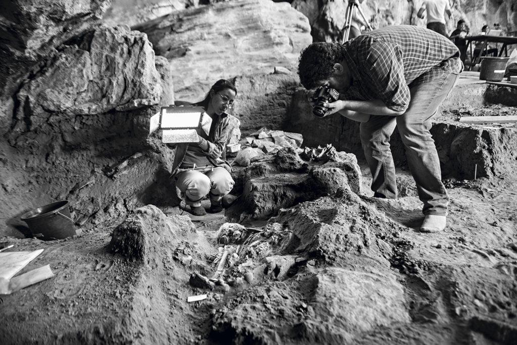 Me. Mariana Inglez e Dr. André Strauss em Escavação na Lapa do Santo