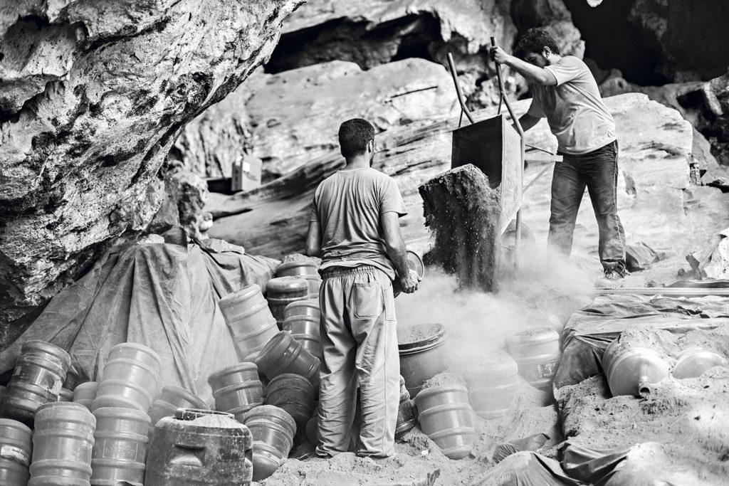 Escavação na Lapa do Santo